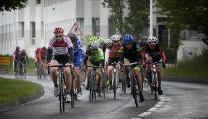 le peloton du grand prix du muguet organisé par le balma vélo sprint